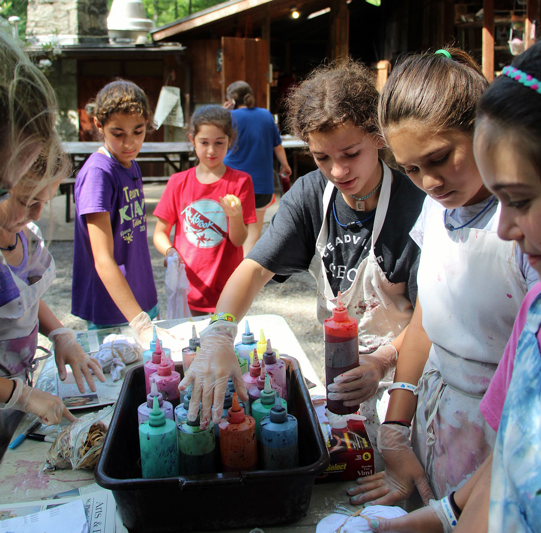 girls making a tie dye at camp