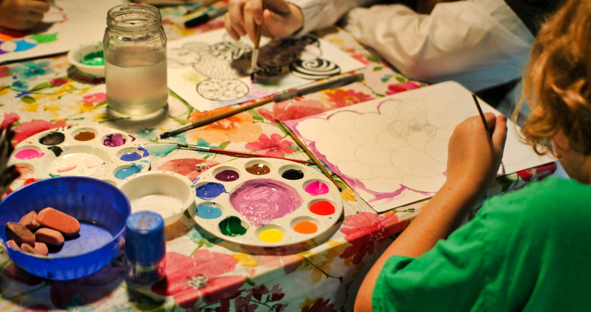 kids painting acrylics